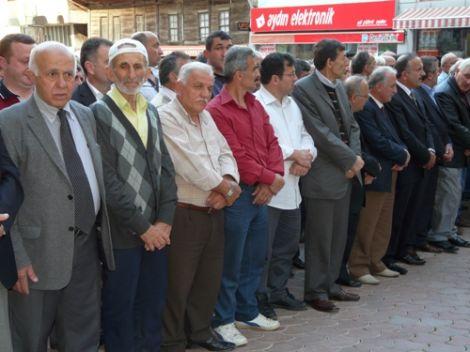 Ahmet Ziya Ayaz Dualarla Defnedildi 3
