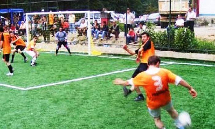 Dernekpazarı'nda Futbol Şöleni Sürüyor
